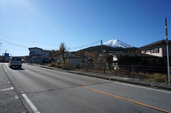 国道138号線と富士山