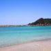 近畿屈指のビーチ「竹野浜」の青い海と白い砂浜